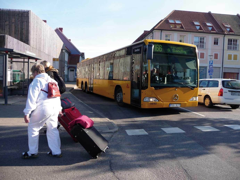 Buss som lämnar hållplats Foto: Lisbeth Svensson