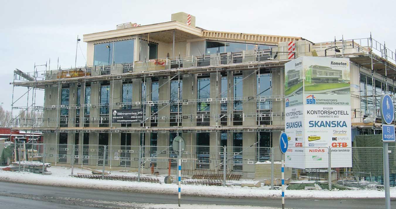 Arbetet med att bygga det nya kontorshotellet i Staffanstorp pågår för fullt. Så här långt hade bygget fortskridit i mitten av januari. Klart ska det vara sommaren 2013. Foto: Rolf Jonsson