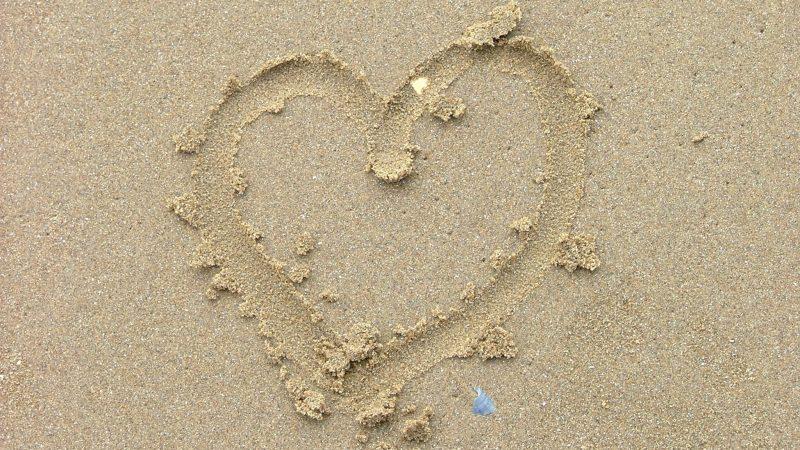 HHjärta i sanden. Foto: Fabrice Keck by flickr.com