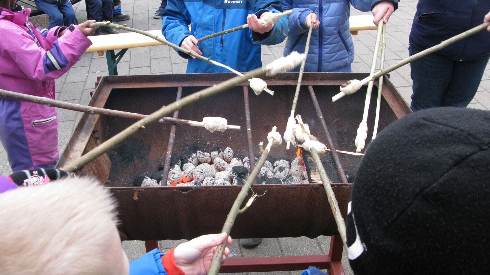 Grillning med scoutkåren. Foto: Ivar Sjögrenför StaffanstorpsAktuellt