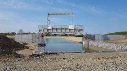 Inpassning av bron Foto: Karl Andersson