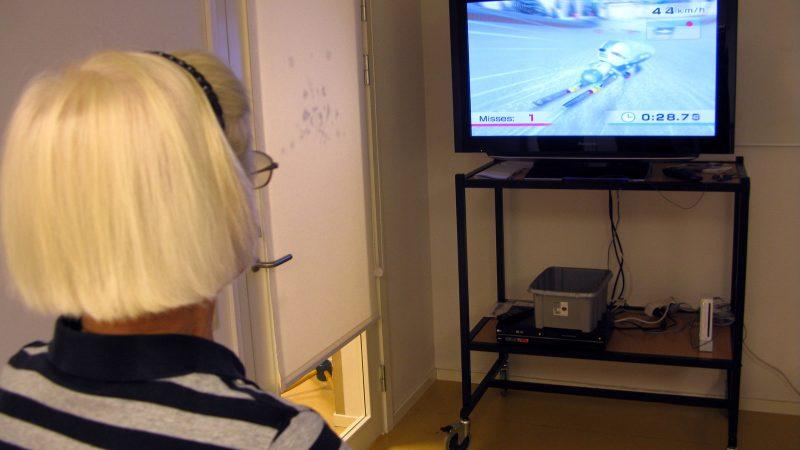 Nintendogruppen på Medelpunkten. Foto: Ivar Sjögren för StaffanstorpsAktuellt