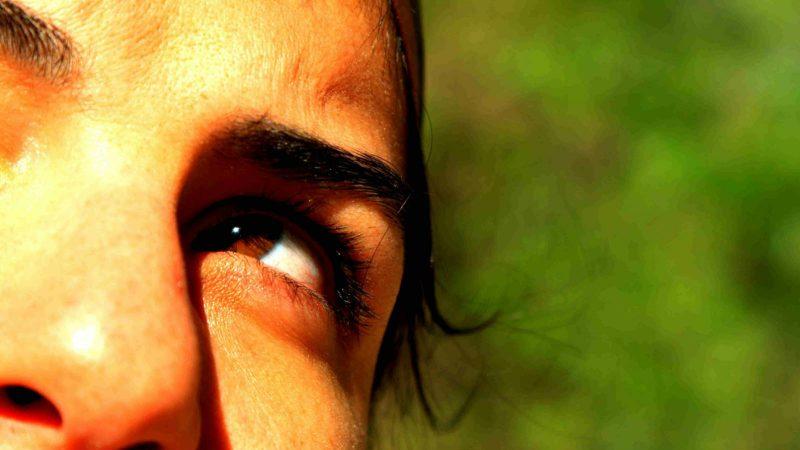 inzoomat öga på kvinna