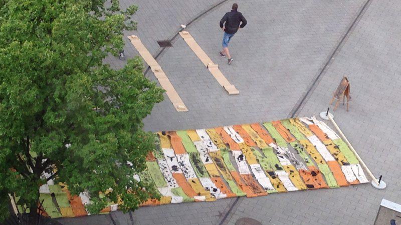 Väv på torget. Foto: Lisbeth Svensson