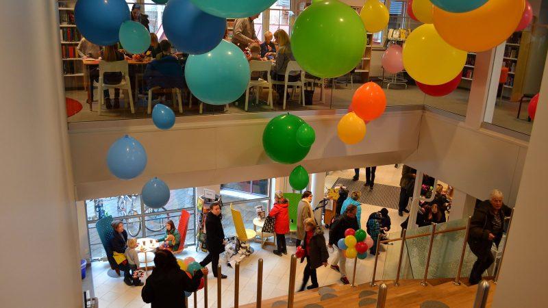 Ballonger i taket. Foto: Richard Malmborg