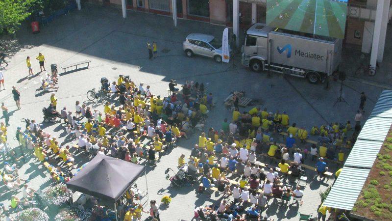 Nu kliver det lokala näringslivet in på banan och bidrar till visningen av VM-fotbollen på torget!