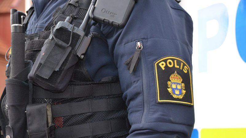 Polisuniform. Foto: Staffanstorps kommun