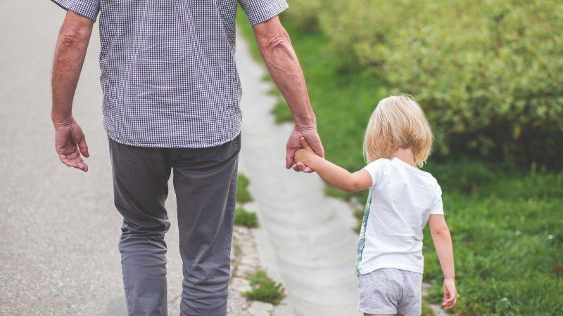 Förälder och barn Foto: Pexels By: pixabay.com