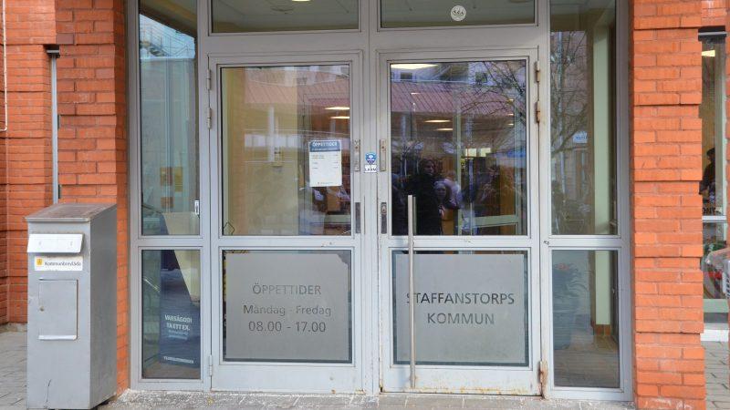 Entré till rådhuset på torget i Staffanstorps centrum Foto: Staffanstorps kommun
