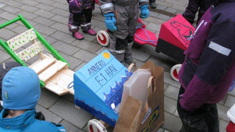 Stor lådbilstävling för förskolor och fritidshem på Torget fredag 21 februari.