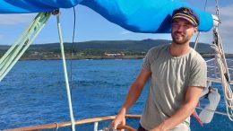 Harald Blohmé från Hjärup korsar just nu Stilla havet i en 14-meters segelbåt. Bilden är tagen på Påskön. Foto. Luca Deuschel