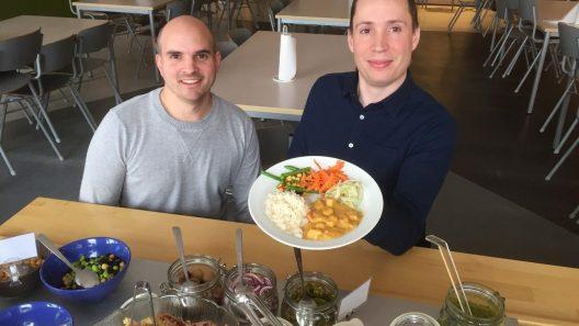 Kostchef Markus Östling och biträdande kostchef Johan Cederquist. Foto. Ivar Sjögren