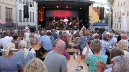 Kultbandet Torsson drog en härlig publik till Jakriborg på Skånefestivalen. Foto: Ivar Sjögren