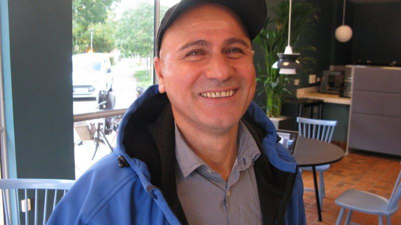 Ali Mohammed, välkänd profil och grönsakshandlare i Staffanstorp som nu startar kafé och lunchrestaurang i rådhuset. Foto: Ivar Sjögren