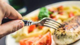 Mat på en tallrik. Foto: Pixabay