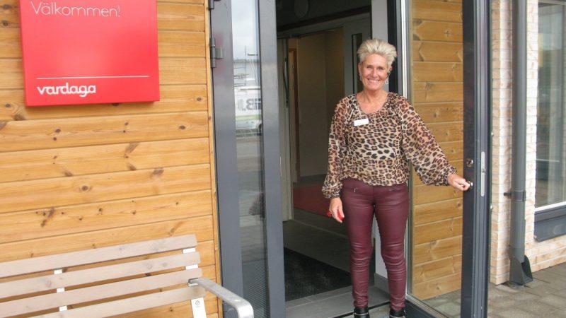 Camilla Persson, verksamhetschef på Villa Vikhem som också tillåter husdjur vid inflyttningen. Foto Ivar Sjögren