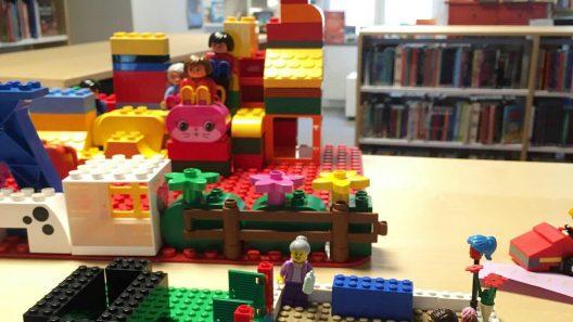Byggbonanza med lego. Foto: Elisabeth Bystedt