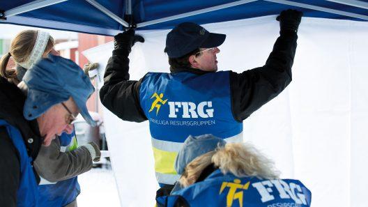 Frivilliga resursgruppen hjälper till. Foto: Johan Paulin