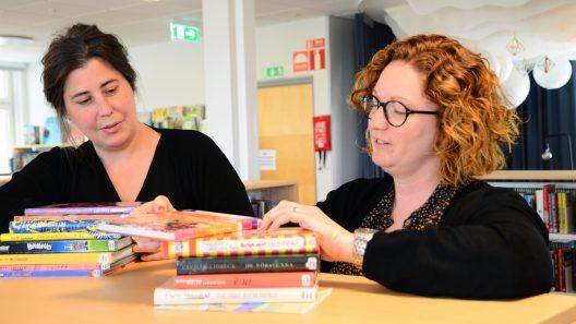 Bibliotekarier ger boktips inför Sommarboken. Foto: Andreas Holm