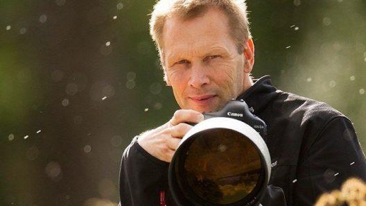 Brutus Östling, en av världens främsta fågelfotografer, ställer ut i Staffanstorps konsthall.