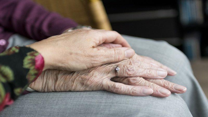 Händer. Foto: Sabinevanerp från Pixabay